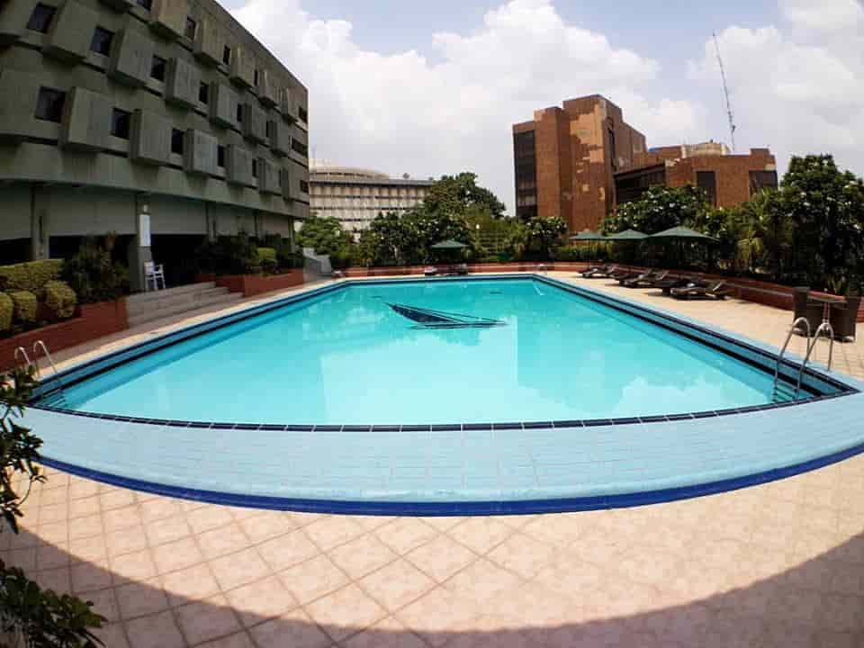 Hotel Avari Swimming Pool
